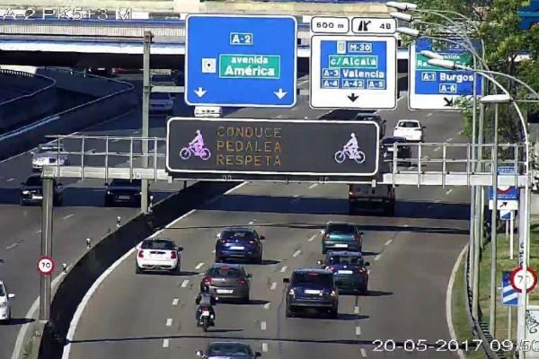 paneles-ciclistas-carretera-2F8A1C0A7-CEF2-FB5A-76C5-23058F492BB5.jpg