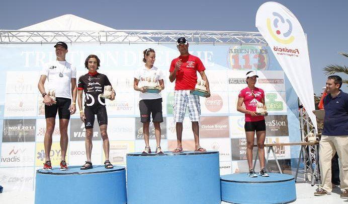 Gregorio Cáceres et Eva Ledesma remportent le triathlon Elche Arenales 113