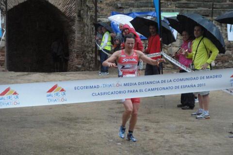 www.triatlon.org_web_noticias_fotos_11_14_MAYO_2011_FEM Marcel Zamora et Ana Burgos remportent le prix Ecotrimad