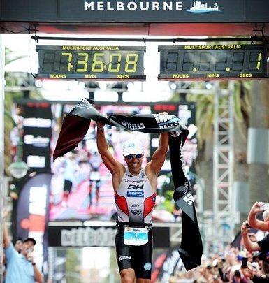 Eneko Llanos gana el Ironman de Melbourne