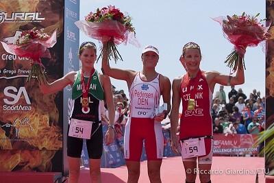 podium femenino en Half Challenge barcelona