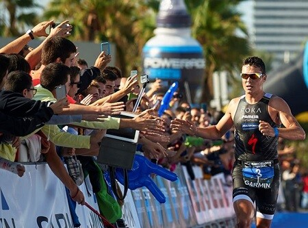 Javier Gómez Noya vence el Garmin Barcelona triathlon