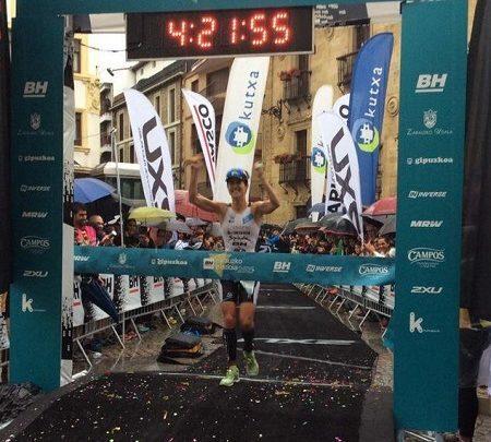 Gurutze Frades gana el triatlón de zarautz