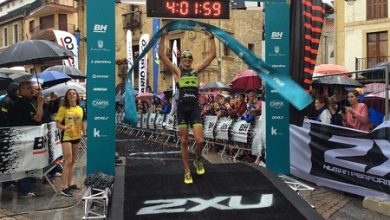 Photo of Gustavo Rodríguez and Gurutze Frades win the Zarautz Triathlon