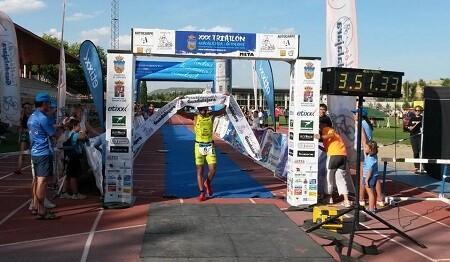 Jose Estrangeiro gana el triatlón de Guadalajara