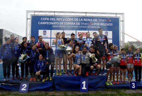 Photo of University of Alicante and the Ferrol Triathlon Champions of the Copa del Rey and Reina in Pontevedra.