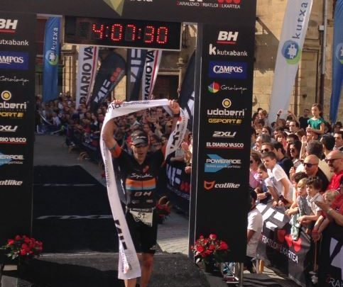 Eneko LLanos Gana Triatlón Zarautz 2016