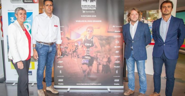 Photo of Barcelona Triathlon by Santander dresses up in the presentation of its new stage