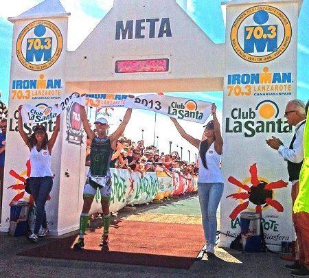 Victor del Corral ganando el Ironman 70.3 Lanzarote