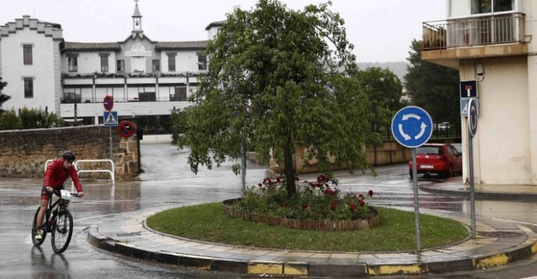 A cyclist run by an octogenarian dies in a roundabout