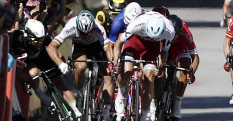 Cavendish abandons the Tour de France, after the fall caused by Peter Sagan at 70 km / hour