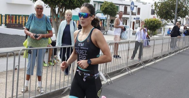 Photo of Sara Pérez and Viktors Vovrusko winners of VI Timanfaya Triathlon