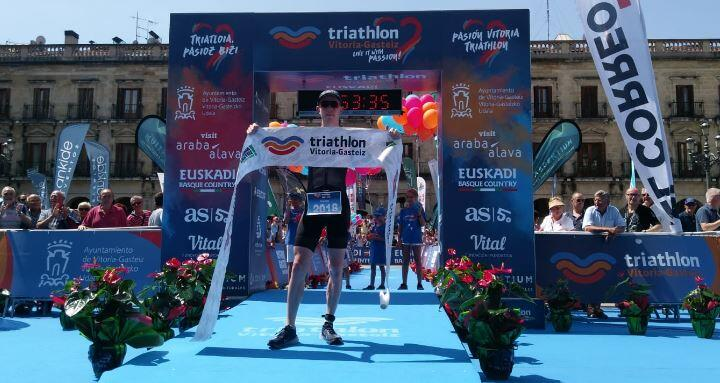 George Goodwin y Judith Corachan ganan el Half Triathlon Vitoria-Gasteiz
