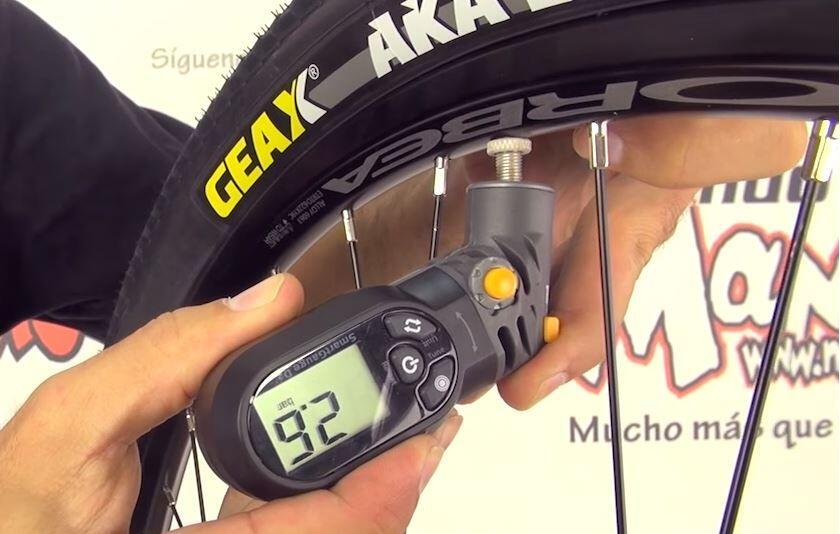 material_08_cambiar-pinchazo-bicicleta-2-minutos Dos meses para el Valencia Triatlón 2019. Noticias Triatlón