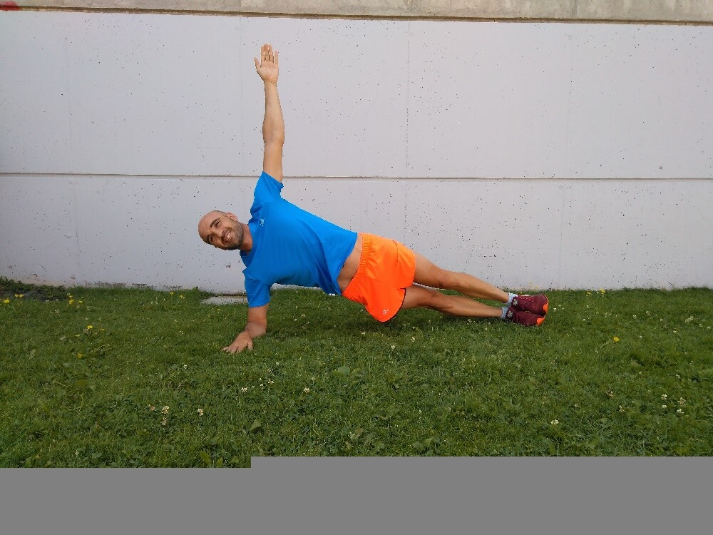 triconsejos_08_entrenamiento-core-triatlon-2_Plancha-lateral Entrenamiento de Core en triatletas: nivel principiante Artículos entrenamiento