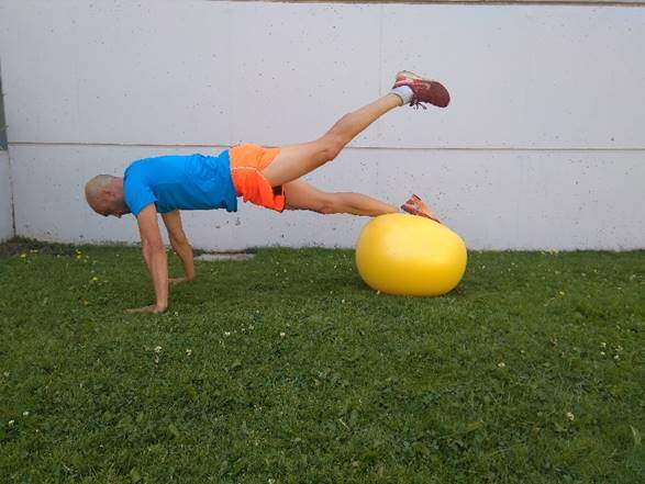 6 exercises with fitball to work the CORE in Triathlon