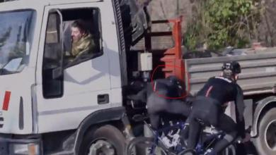 Photo of A cyclist hangs his brutal accident with a truck to promote helmet use