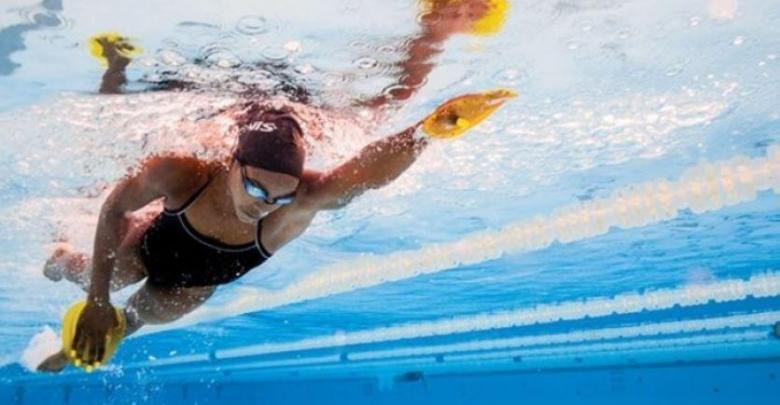 El uso de palas en natación