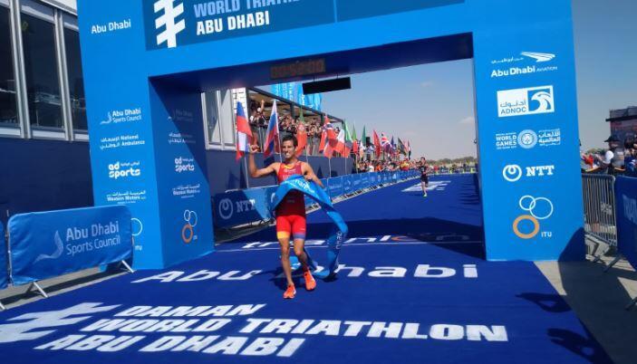 Mario Mola wins the WTS of Abu Dhabi 2019 and Fernando Alarza third