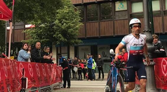 Eneko Llanos y Anna Noguera ganan el Half Triathlon Pamplona