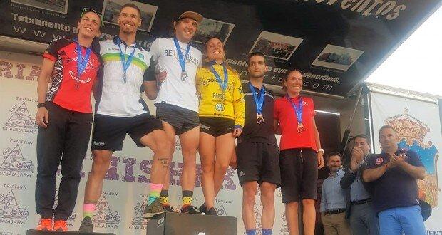 Photo of Cristobal Dios and Sonia Pariente win the Guadalajara Triathlon