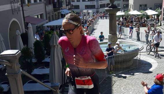 Daniela Ryf carrera a pie IRONMAN 70.3 Switzerland