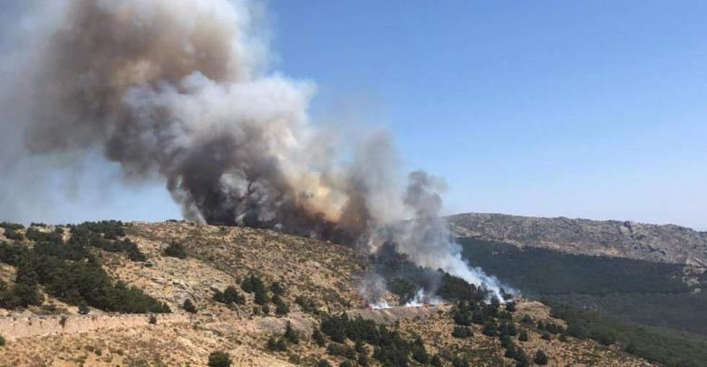 Photo of A forest fire affects the port of La Morcuera, in the Sierra de Guadarrama National Park