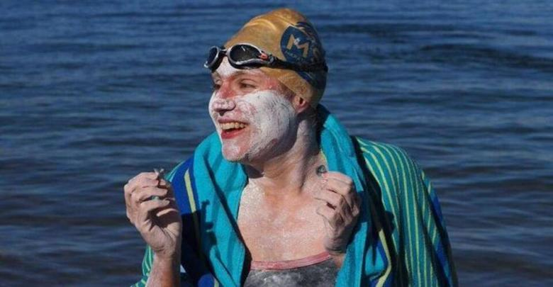 Sarah Thomas swims 4 times the English Channel