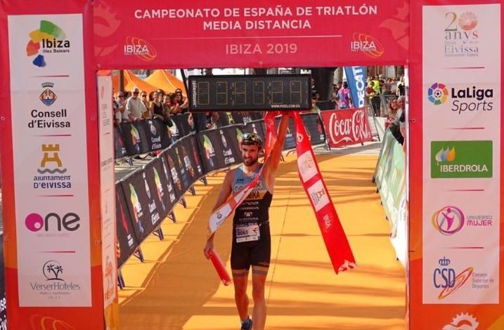 Ander Okamika LD Spanish triathlon champion
