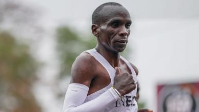 Foto von Eliud Kipchoge fällt unter 2 Stunden in einem Marathon (1:59:40)