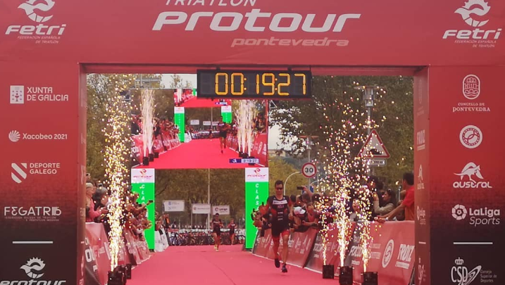 Mario Mola und Anna Godoy gewinnen die erste Ausgabe von ProTour