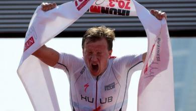 Photo of Kristian Blummenfelt y Holly Lawrence baten los récords del Mundo en el IRONMAN 70.3 Bahrain
