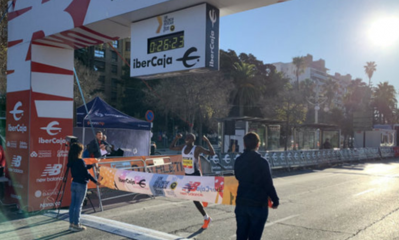 Rhonex Kipruto batiendo el récord del mundo en Valencia