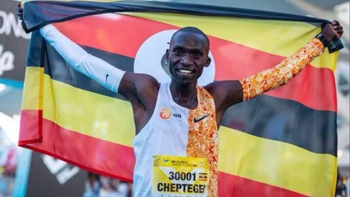 Photo of Joshua Cheptegei beats the 5K world record in Monaco at 12:51