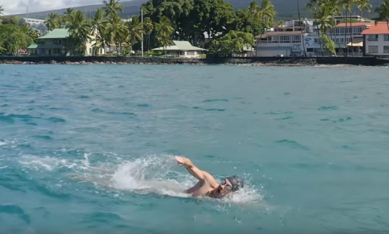 TEST Lionel Sanders nageant à Kona