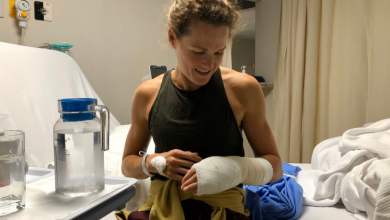 Photo of Flora Duffy breaks a finger in a swimming training