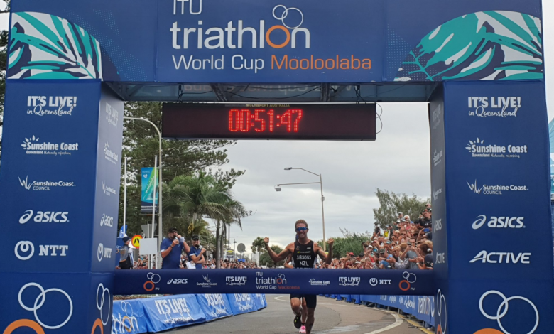 Photo of Vicky Holland and Ryan Sissons win the Mooloolaba World Cup