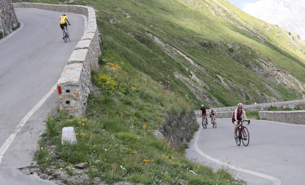 The hardest mountain passes in Europe to climb with Bkool