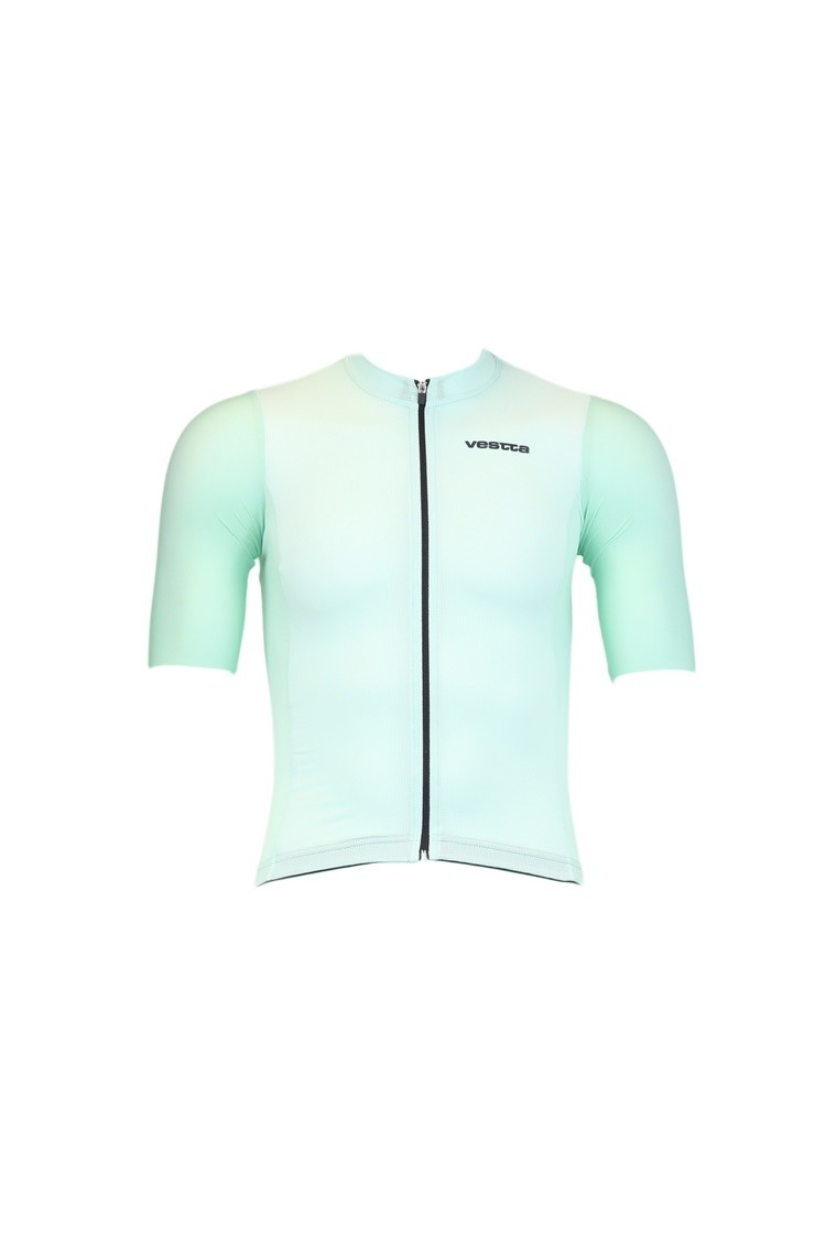 Decathlon launches a new cycling textile collection with custom range
