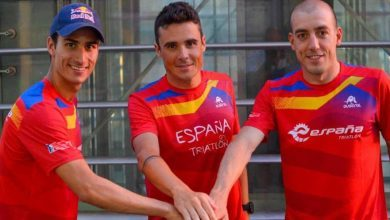 Photo of Javier Gómez Noya, Mario Mola and Fernando Alarza at the head of the «Triarmada» of the European Championship