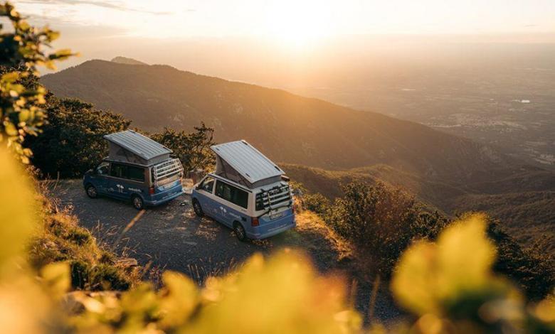 Dos camper, en zona de montaña