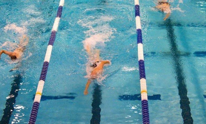 Entrenamiento en una piscina
