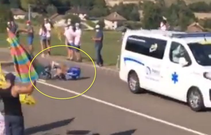 Photo of (Video) Bob Jungels hit by an ambulance in the Tour de France
