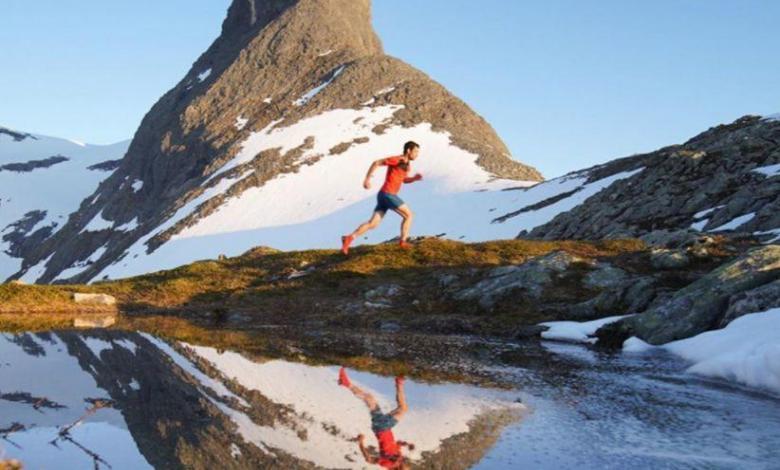 Kilian Jornet s'entraîne dans les Alpes