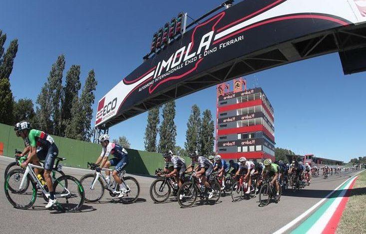 Cycling peloton on the Imola circuit