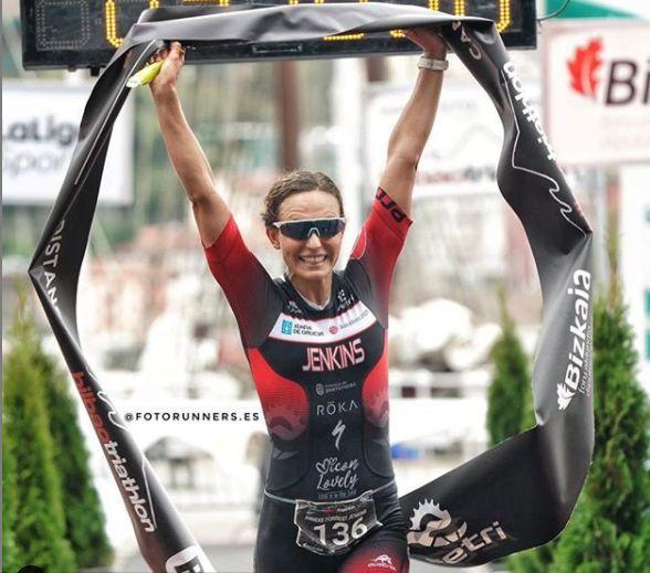 Anneke Jenkins ganando el Bilao Triathlon