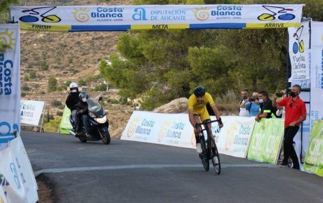 Ander Okamina entering the finish line