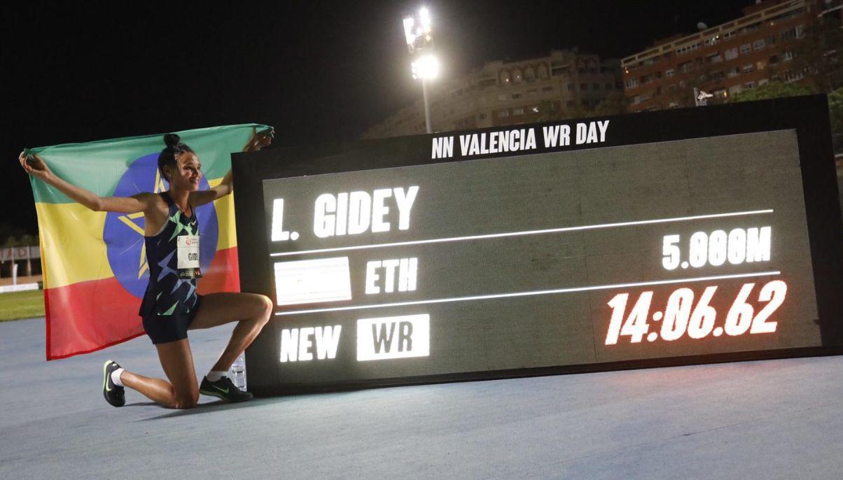 Letesenbet Gidey 14:06.62 record del mundo de 5.000