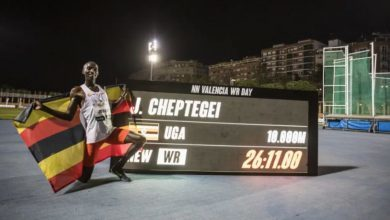 Photo of Joshua Cheptegei's passing times flying at 22,9 km / h in the world record of 10.000 meters