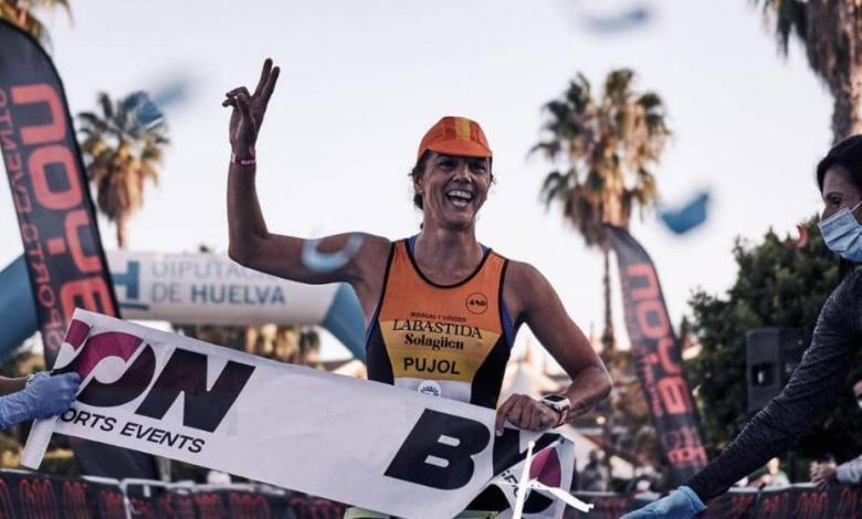 María Pujol winning the MD Islantilla Triathlon